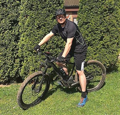 Robin H. aus Nordhessen nutzt sein E-Bike für den Weg zur Arbeit.