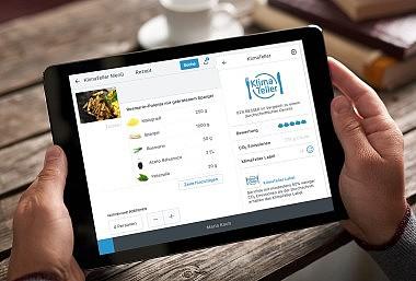 Tablet mit der App Klimateller: Menüs klimafreundlich zusammenstellen