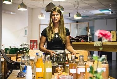 Alexis von EdibleAlchemy auf einem Workshop.